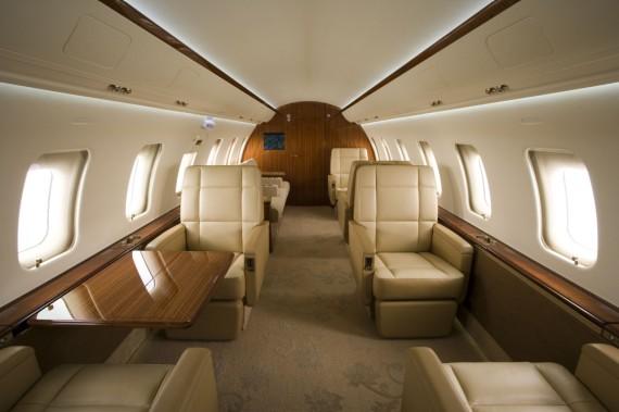 Challenger 605 interior 11