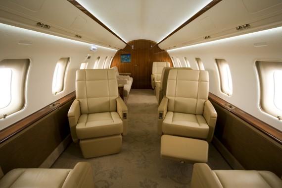 Challenger 605 interior 10