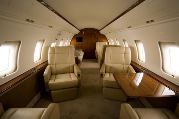 Challenger 605 interior 9
