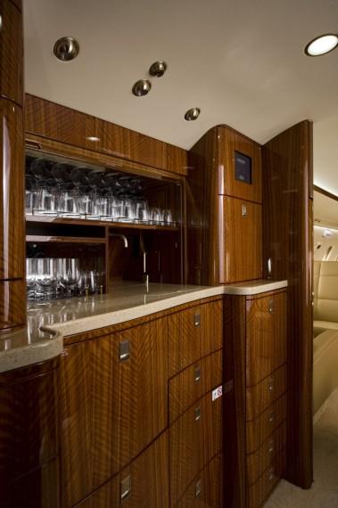 Challenger 605 interior 5