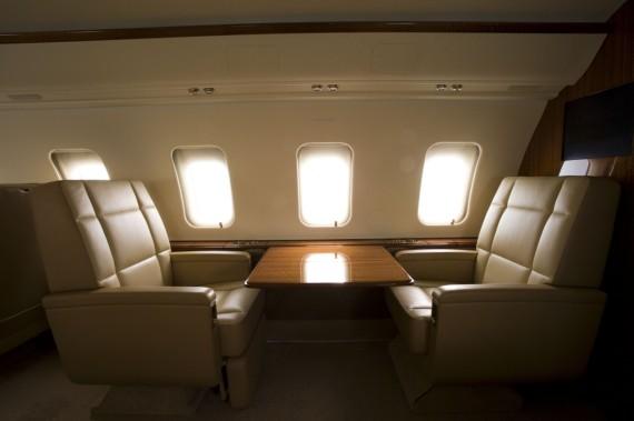 Challenger 605 interior 16