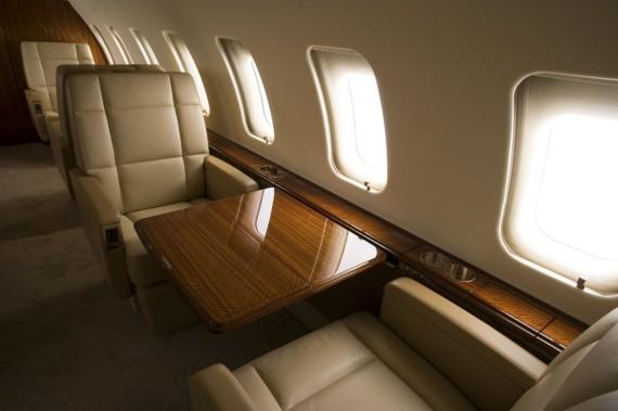 Challenger 605 interior 15