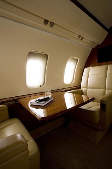 Challenger 605 interior 14