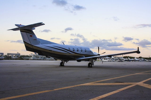 What Is the Difference Between Learjet 60 and Hawker 800XP