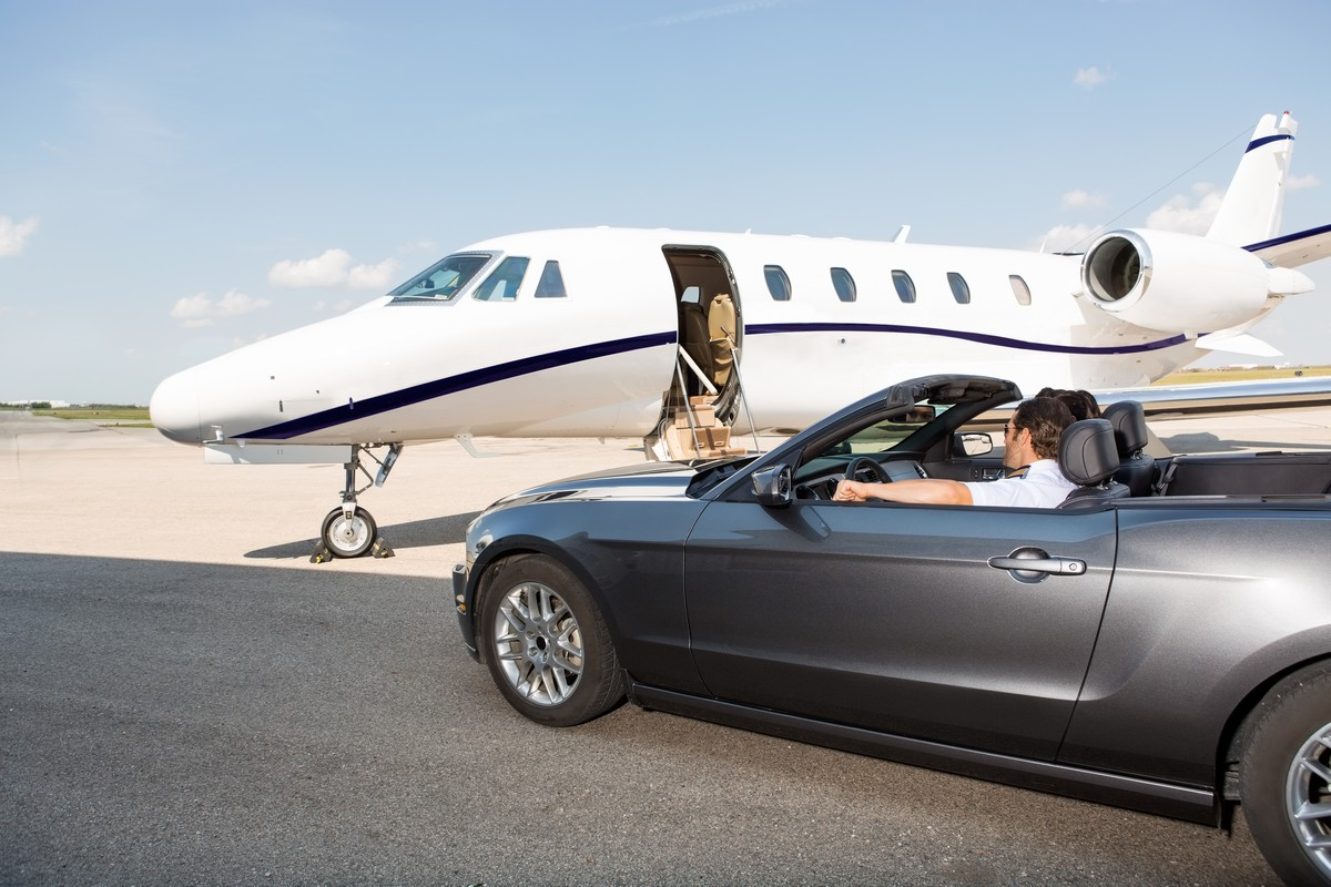 5 Advantages of Choosing a Super Midsize Jet for Your Next Private Charter