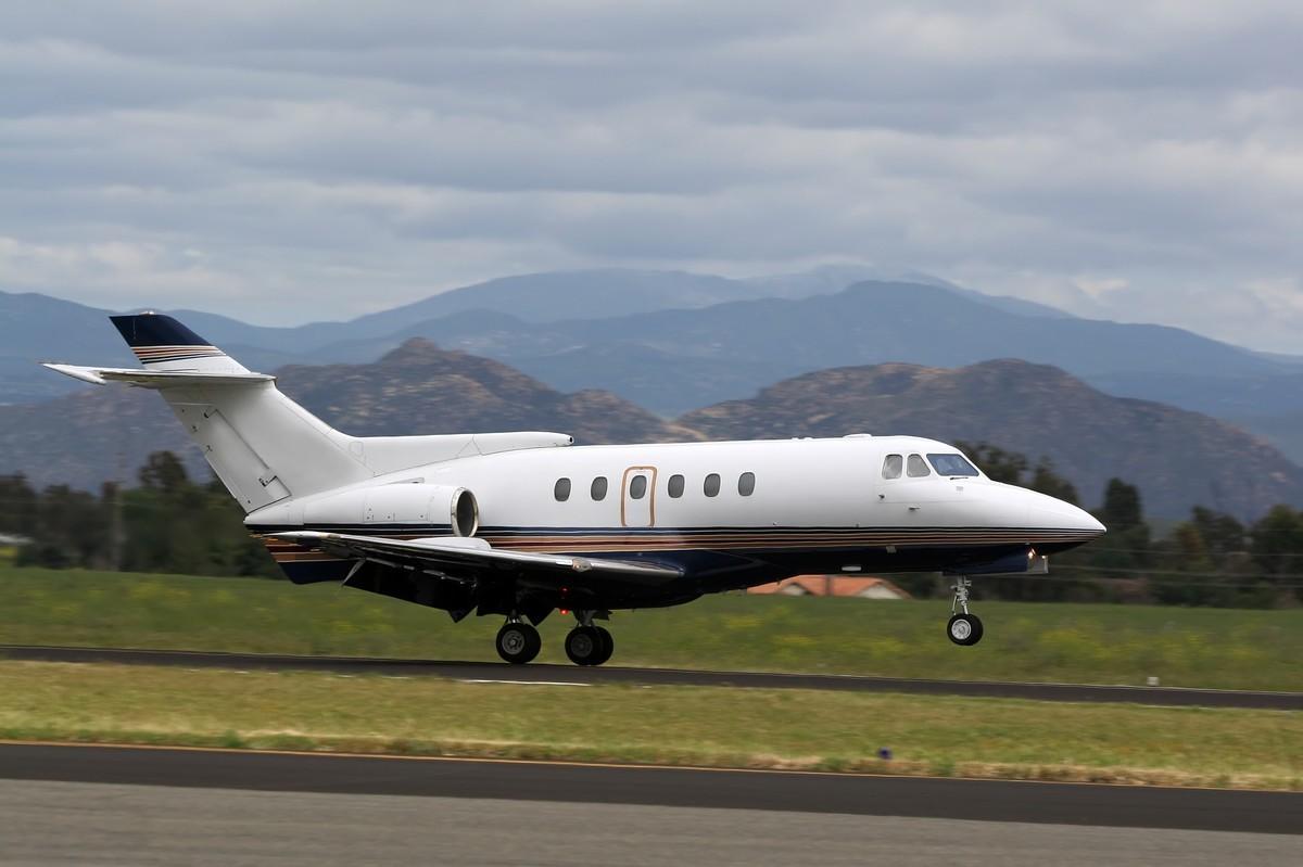 Private Jet The Hawker 1000