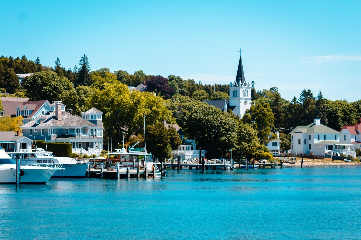 Mackinac Island Private Jet and Air Charter Flights