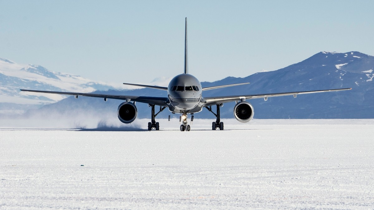 Antarctica Private Jet and Air Charter Flights